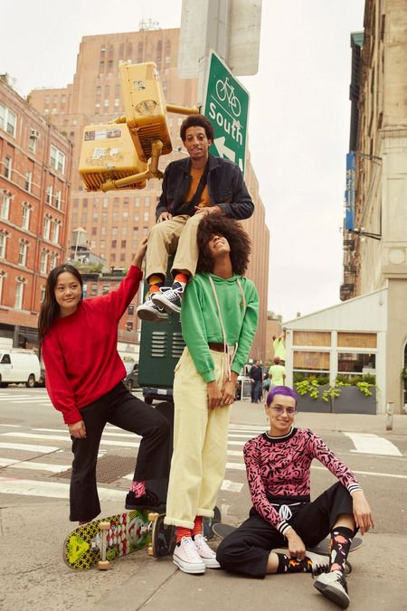 See the Fashion Campaigns for Fall 2019 Group Photography Poses, Group Poses, Editorial Photography, Street Photography, Glamour Photography, Lifestyle Photography, Photo Trop Belle, Foto Fashion, Fashion Group