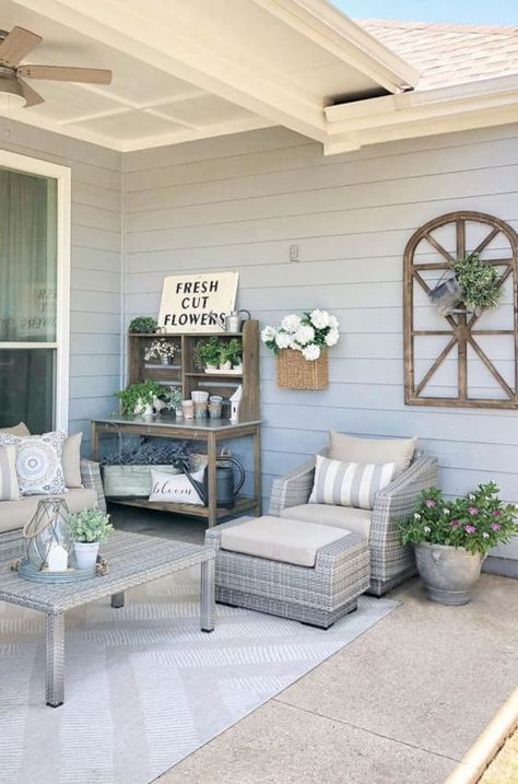 25 Stylish Farmhouse Patio Ideas To