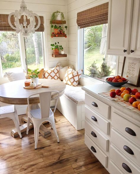 sweet home 7 Breakfast Nook Ideas that Dont Break - Home Decor Kitchen, New Kitchen, Home Kitchens, Kitchen With Nook, Kitchen With Breakfast Nook, Kitchen Ideas, Breakfast Nook Decor, Small Breakfast Nooks, Minimal Kitchen