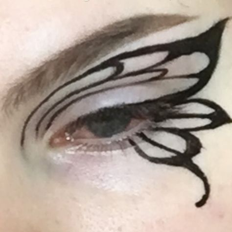 """Jana 🦋 on Instagram: """"Recreated the eyeliner from a @softnsentient look as more practice :^P"""" Punk Makeup, Dope Makeup, Edgy Makeup, Grunge Makeup, Gothic Makeup, Kiss Makeup, Fantasy Makeup, Makeup Goals, Pretty Makeup"""
