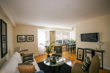 Explore Apartments For Rent In College Park Suites 424 Yonge St Toronto ON