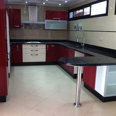 Pin By عالم الاثاث و الافرشة المغربية On تصميمات المطابخ العصرية Kitchen Cabinets Kitchen Home Decor