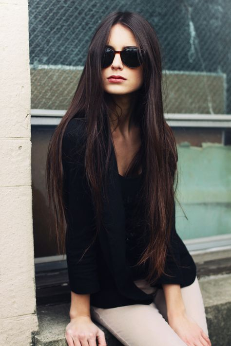 Long, long, long hair. Cool, cool, cool sunglasses.