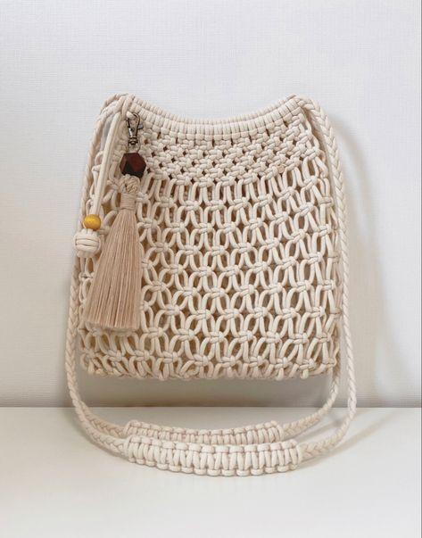 Macrame Purse, Purse Tutorial, Diy Tutorial, Net Bag, Macrame Design, Jute Bags, Boho Bags, Macrame Projects, Macrame Tutorial