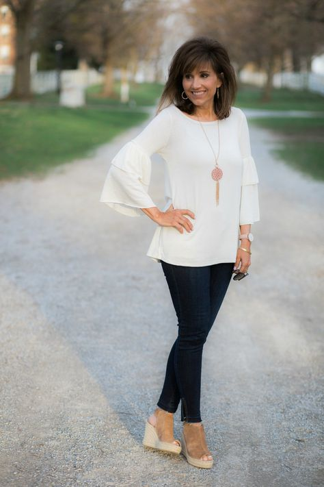 38 Casual Spring Outfit for Women Over 40 Years - A - Clothes - Tomorrow Outfit - Women Fashion