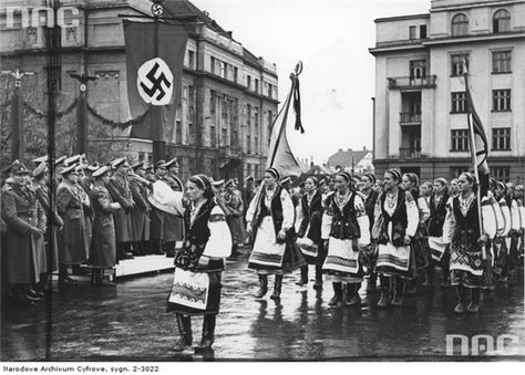 """German and  West Ukrainian fascists - meeting like-minded people. It all began from the very first days of war .Thanks to the research of Canadian historian John-Paul Khimki we can see events of that summer own eyes. According to historians, Germans in the 41st helped Organization of Ukrainian Nationalists led by Stepan Bandera. """"Bandera"""" set a short-term government, headed by a staunch anti-Semite. This was followed by arrests, harassment and killing of Jews."""
