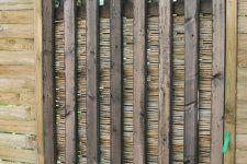 Sichtschutzholzpanelen mit Bambusmatte als günstiger Sichtschutz