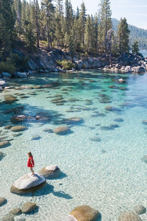South Lake Tahoe in Summer: Best Things to Do, Where to Stay.- South Lake Tahoe in Summer: Best Things to Do, Where to Stay & More! Travel Guide to South Lake Tahoe in the Summer - Beautiful Places To Travel, Cool Places To Visit, Places To Go, California Travel Guide, California Usa, Northern California Travel, California California, Lac Tahoe, Lake Tahoe Summer