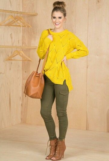 Combinacion De Color Amarillo Verde Musgo Y Caramelo Olive Pants Outfit Stylish Outfits Cool Outfits