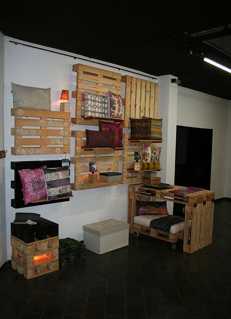 Stand feira Talents 2011, SP by Mariana Foltran, via Flickr  #pallet #upcycling
