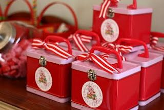 lunch box favors
