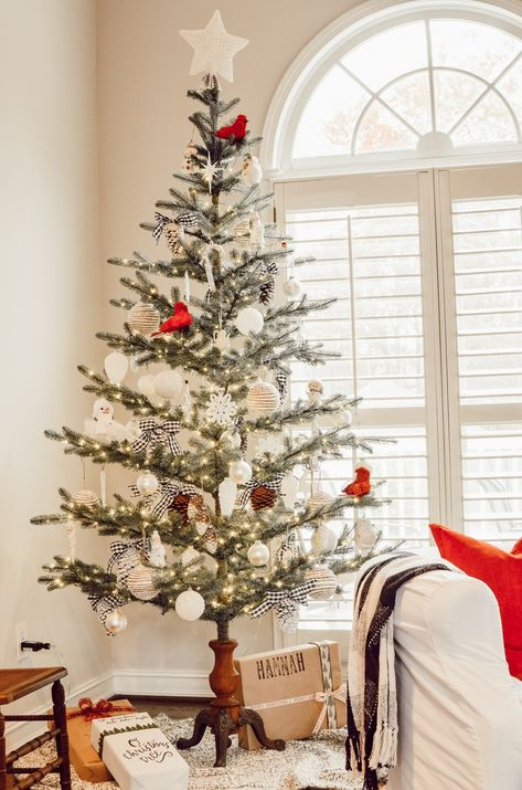 These 15 sparse Christmas trees are beautifully decorated. Get creative Christmas tree decorating ideas for your silver tip tree or sparse tree. Christmas Tree In Urn, Creative Christmas Trees, Beautiful Christmas Trees, Christmas Tree Themes, Antique Christmas, Christmas Candles, Modern Christmas, Country Christmas, Christmas Home
