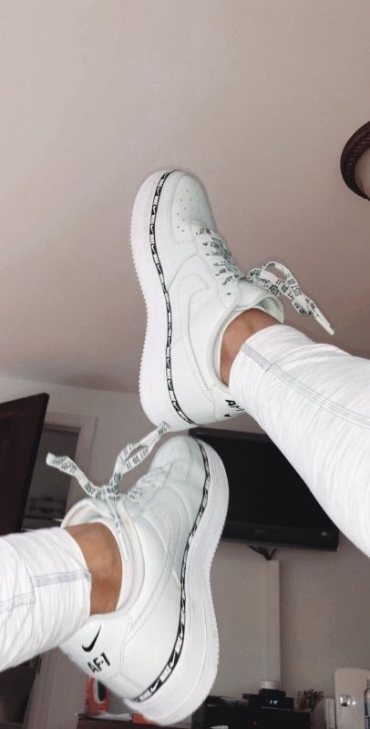Nike Schuhe - Kleider - Nike Shoes white nike sneakers for women Hype Shoes, Women's Shoes, Shoes Sneakers, Shoes Style, Sneakers Women, Casual Sneakers, Shoes Jordans, Casual Shoes, Gucci Shoes