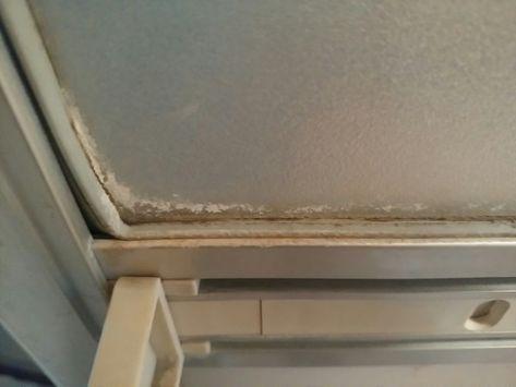 浴室ドアの水垢やカビをカビキラーを使わずに掃除した結果 掃除
