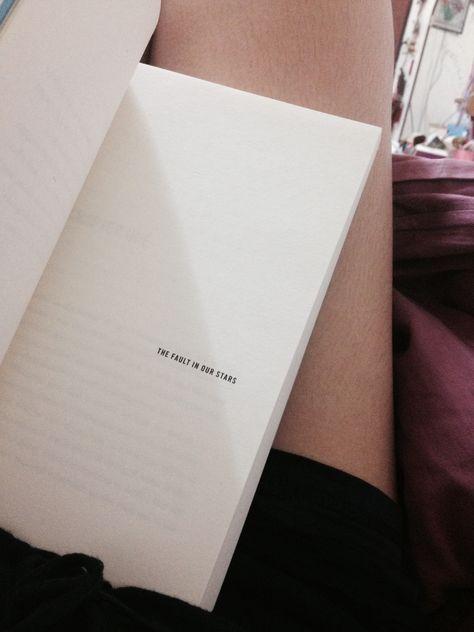 Love this book soooooooo much - the fault in out stars - John Green ☆
