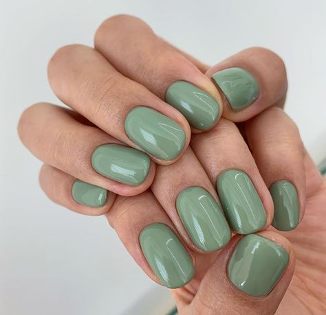 Short Green Nails shared by RossieM. on We Heart It Love Nails, How To Do Nails, My Nails, Shellac Nails, Fancy Nails, Nail Nail, Minimalist Nails, Nagel Tattoo, Stars Nails