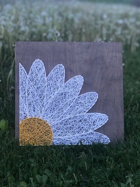 This Daisy strung art is screaming to be in your house! Measuring at 12x12, it's a perfect addition to your home! Picture hanger is attached. If you would like any color changes or stain changes, send me a message! Please allow 2-3 weeks for custom orders. I'll always try my best to get