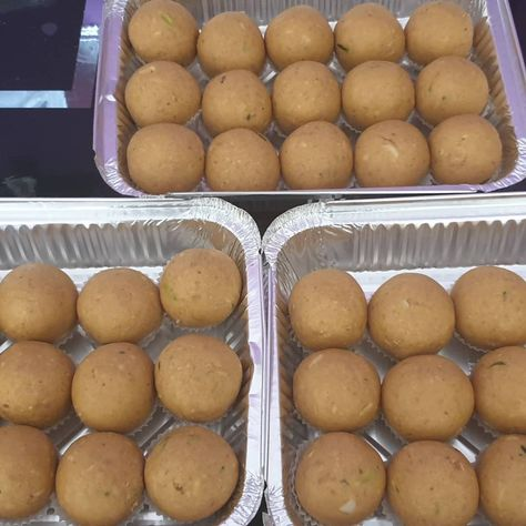 Some of the diwali sweets made for the orders. . . . Besan ladoos chirotey and khoya and fresh coconut gujiyas . . . . . #mithai #sweets #diwali #indiansweets #kajukatli #indianfood #food #foodblogger #foodphotography #foodporn #gulabjamun #foodstagram #sweet #foodie #laddu #rasgulla #jalebi #festival #ladoo #makananindia #manisanindia #sovenirindia #snackindia #dessert #followme #bhfyp #foodiesofinstagram #indianmithai #desserts #bhfypSome of the diwali sweets made for the orders....