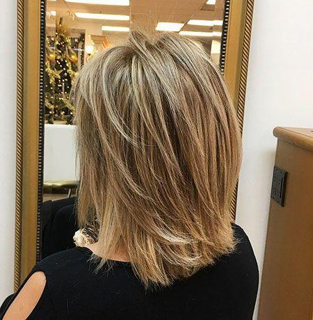 Coupe De Cheveux En Couches Mi Longueur The Right Hair Styles Coupe De Cheveux Coiffures Coupes De Cheveux Coiffure