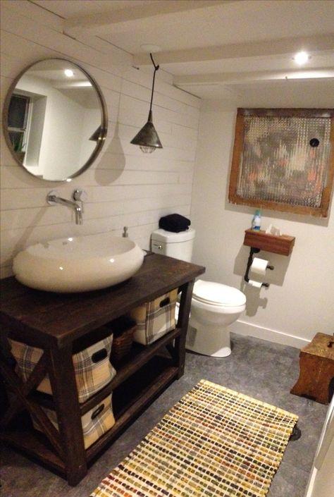 Ma salle de bain rustique chic industrielle avec mur de ...