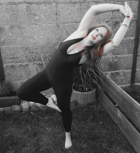 Achte dich selbst, wenn du willst, dass andere dich achten sollen! #trustinyou #yourownlife #takecareofyou #yogagirl #yogamakesmehappy #yogalove #yogapractice #yoga #garden #loveyourself #smile #yogamind #inhaleexhale #meditation #beyourself #yogapic #yogapose #germanyogis #yogis #loveyoga #germany #cologne #myself #fitness #girls #köln #me #redlips