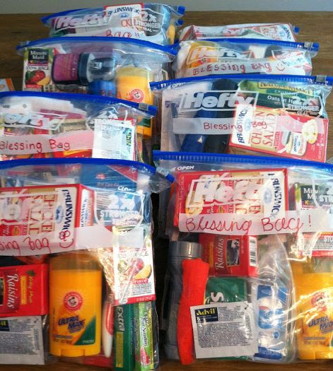 Blessing Bags Blessing Bags - An alternative way to help those in need Homeless Bags, Homeless Care Package, Community Service Projects, Blessing Bags, Fall Crafts For Kids, Xmas Crafts, Good Deeds, Helping The Homeless, Gift Bags
