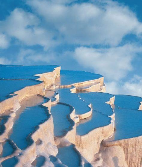 Tel un escalier d'eau... / Les piscines naturelles. / Natural swimming-pools. / Pamukkale. / Turquie. / Turkey.