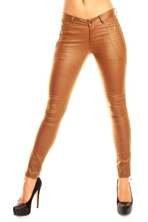 """Modische und angesagte #Hose für Damen aus hochwertigen #Kunstleder in der Farbe Cognac/Braun. Diverse Reißverschlüsse sowie Rip-Musterung erzeugen einen """"rockigen"""" Style. #lederhose #leder"""