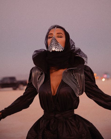 Check out the best celeb beauty looks at this year's Burning Man inside Burning Man Style, Burning Man Fashion, Arab Fashion, Fashion Face Mask, Coachella, Face Jewellery, Festival Looks, Halloween Disfraces, Facon