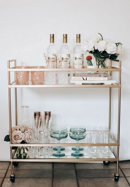 "Receive great ideas on ""gold bar cart decor"". They are actually offered for you on our website. Bar Cart Styling, Bar Cart Decor, Ikea Bar Cart, Diy Bar Cart, Styling Tips, Cute Dorm Rooms, Cool Rooms, Dining Room Sets, Style At Home"