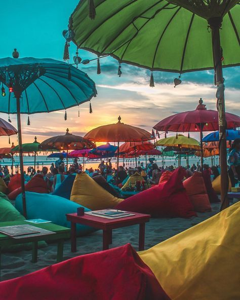 Will you come to This place for the paradise Vibes like this? beautiful Colorful umbrellas with sunset view 🧡❤️💛 Photograph @tombix45 ➖➖➖➖…