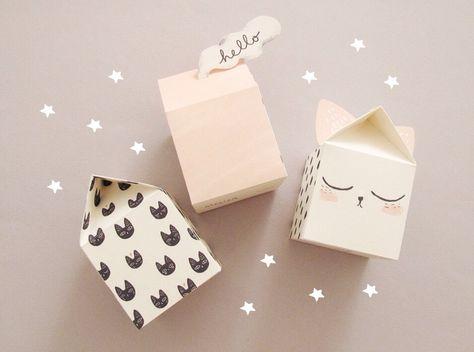 Voici un DIY maison de papier, et cerise sur le gâteau : avec des petits chats !!! Ces petites maisons décoratives sont à imprimer, découper, plier, coller.