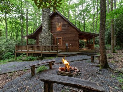 Rustic Log Cabin With Hot Tub Internet And Vrbo In 2020 Smoky Mountains Cabins Cabin Rustic Cabin
