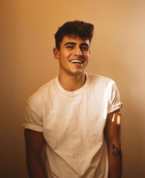 Jack Gilinsky 🌅 uploaded by Rainer♟ on We Heart It Jack Gilinsky, Beautiful Boys, Pretty Boys, Photography Poses For Men, Jack Johnson, Boy Poses, Jack And Jack, Magcon Boys, Matthew Espinosa
