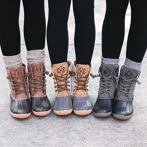 Customize Monogrammed Duck Boots for Women Marleylilly <br> Keep your toes toasty this fall with Monogrammed Duck Boots for women from Marleylilly. These on-trend boots get personal with customizable embroidery. Bean Boots Outfit, Winter Boots Outfits, Women's Winter Boots, Brown Fall Boots, Snow Outfits For Women, Black Boots, Stylish Winter Boots, Winter Shoes For Women, Fall Outfits