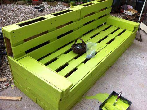 Green Garden Pallet Bench #Garden, #PalletBench, #RepurposedPallet
