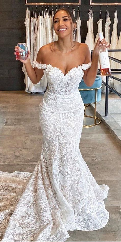 dream wedding dresses 30 Mermaid Wedding Dresses You Admire mermaid wedding dresses sweetheart strpless neckline off the shoulder lace enzoani Wedding Dress Trumpet, Sweetheart Wedding Dress, Lace Mermaid Wedding Dress, Mermaid Sweetheart, Off Shoulder Wedding Dress Lace, Off Shoulder Mermaid Dress, Little Mermaid Wedding, Thai Wedding Dress, White Lace Wedding Dress