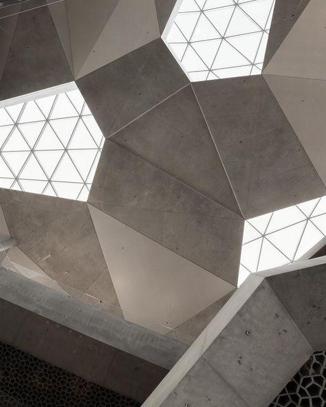 373 gilla-markeringar, 9 kommentarer - Elisabeth Heier (@elisabeth_heier) på Instagram: Always look up, especially when visiting Oslo's new central library @deichmanbjorvika. A new…