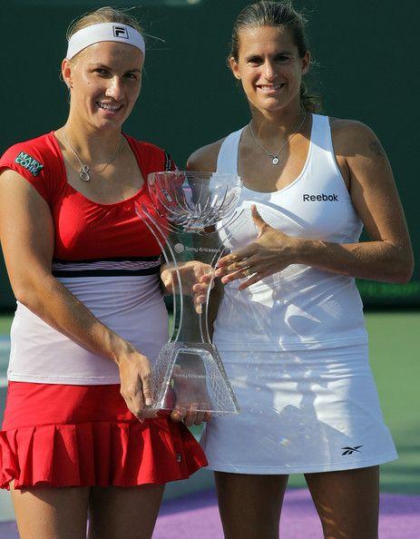 Svetlana Kuznetsova And Amelie Mauresmo With Images Tennis Players Svetlana Kuznetsova Cheer Skirts