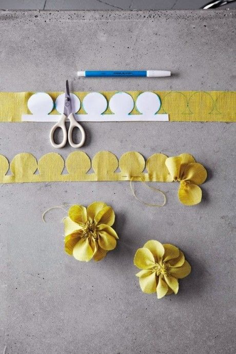 Bague en tissu en forme de fleur