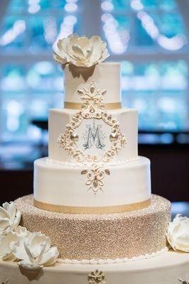 Pin By Janelle Berner On Cake Stuff Fondant Wedding Cakes Cream