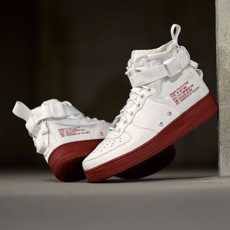 Nike SF AF1 Mid Ivory Mars Stone . DisponibleAvailable