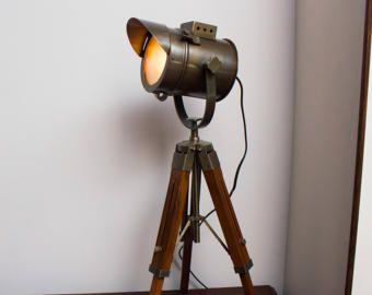 Bulb Included Industrial Vintage Movie Style Desk Lamp Floor Standing Tripod Spot Light Retro Nautical C Lampe Projecteur Cinema Lampe Projecteur Lampe Cinema