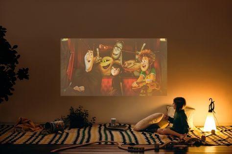 まるで壁が映画館 小型プロジェクターの描写力がすごい 子供部屋の