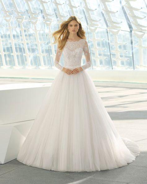 vestido de novia estilo princesa de encaje, tul y pedrería. escote