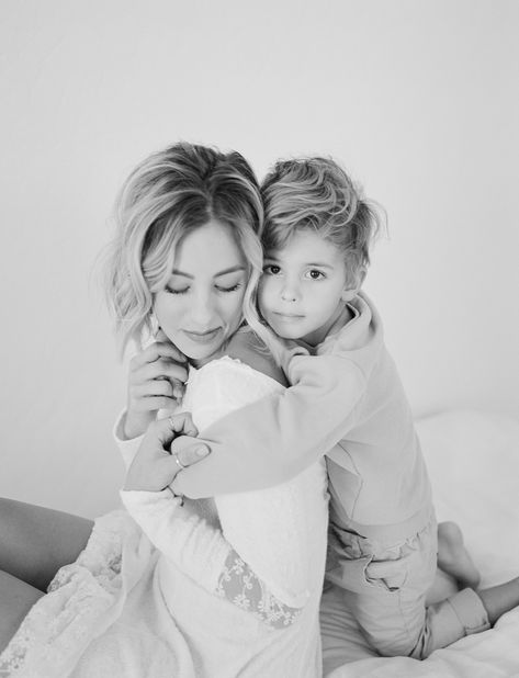 Mom And Baby Photography Discover Lifestyle Session Mom Daughter Photos, Mother Son Pictures, Lifestyle Photography, Children Photography, Indoor Family Photography, Sibling Photography, Glamour Photography, Editorial Photography, Fashion Photography