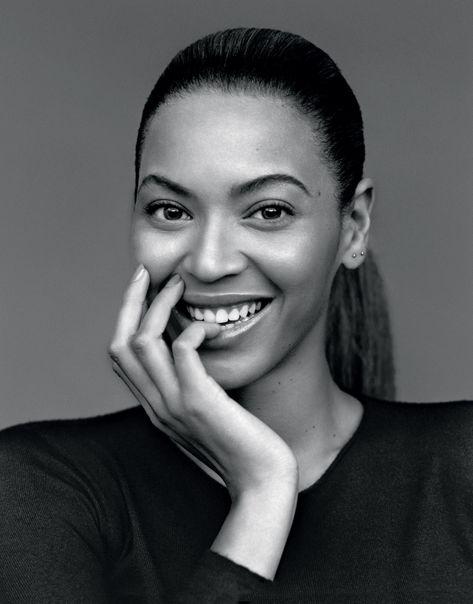 Beyoncé, née Beyoncé Giselle Knowles le 4 septembre 1981 à Houston au Texas, est une chanteuse, auteure-compositrice-interprète, danseuse américaine.  En décembre 2014, elle dénombre plus de 170 millions d'albums vendus dans le monde, ainsi que 65 millions de disques avec le groupe Destiny's Child, ce qui en fait le troisième groupe féminin ayant vendu le plus d'albums derrière les Spice Girls et TLC, et sont parmi les artistes ayant vendu le plus de disques des années 2000. Aujourd'hui…