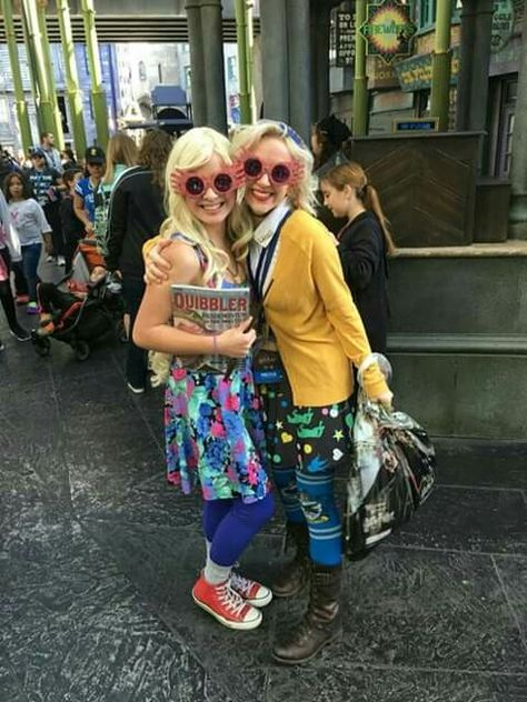 Tessa Netting meets a fan who is ironically also dressed like Luna Lovegood from Harry Potter
