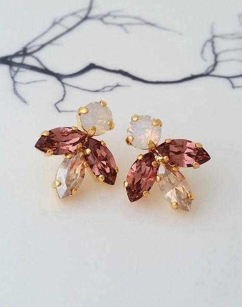 #weddings #jewelry #earrings #bridesmaidgift #bridalearrings #vintageearrings #bridesmaidsearrings #bridalwedding #swarovskiearrings #clusterearrings #studearrings #bridalearring #blushearrings #blushchampagnestud #crystalearrings #champagnewhite