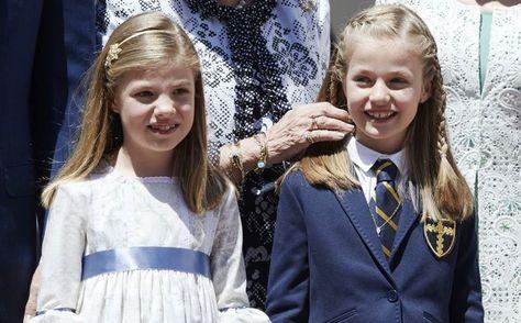 Sofia (8) en Leonor (9) na de Eerste Communie van Leonor.